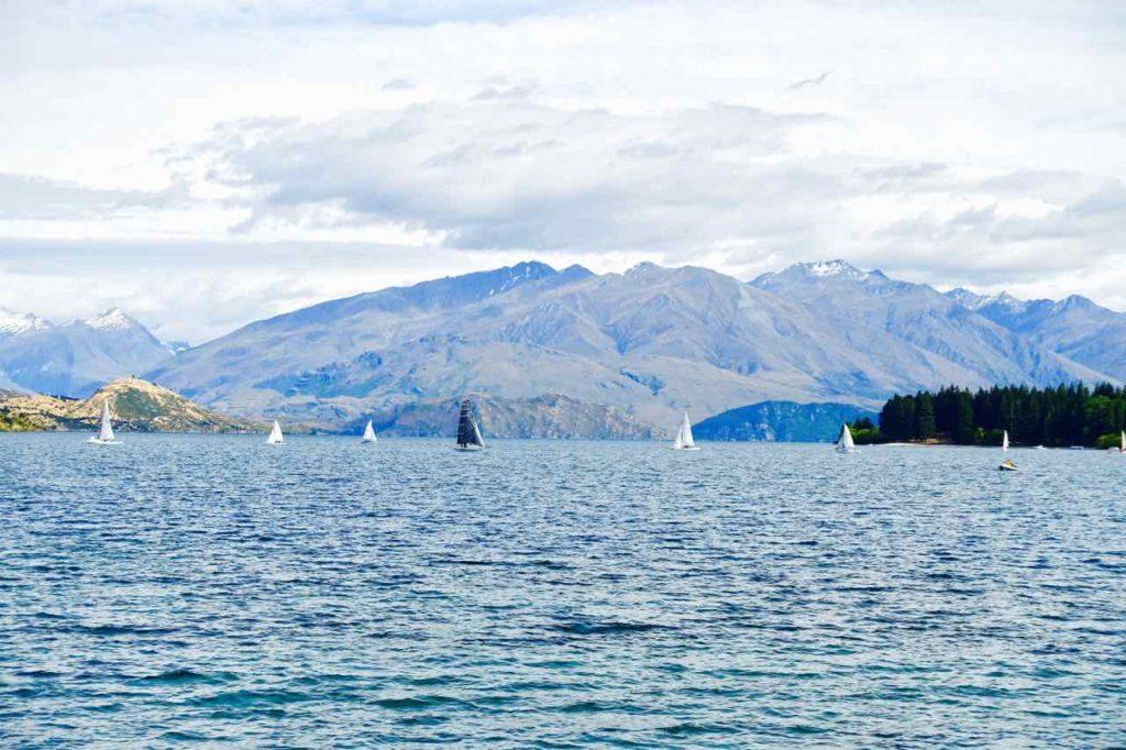 Wanaka Südinsel Neuseeland Sehenswürdigkeiten Lake Wanaka mit Segelbooten, ©PetersTravel