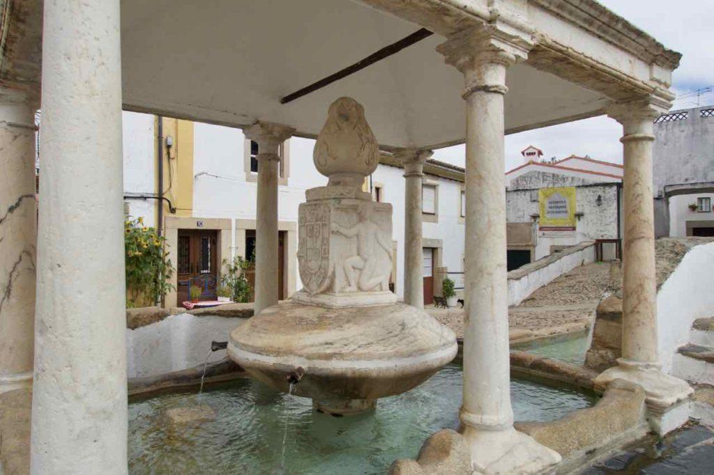 Alentejo, Portugal Castelo de Vide, Dorfbrunnen 2, ©PetersTravel
