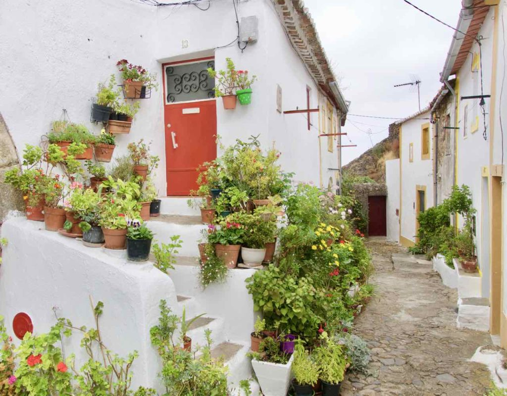 Alentejo, Portugal Castelo de Vide, Haus mit Blumen 2, ©PetersTravel