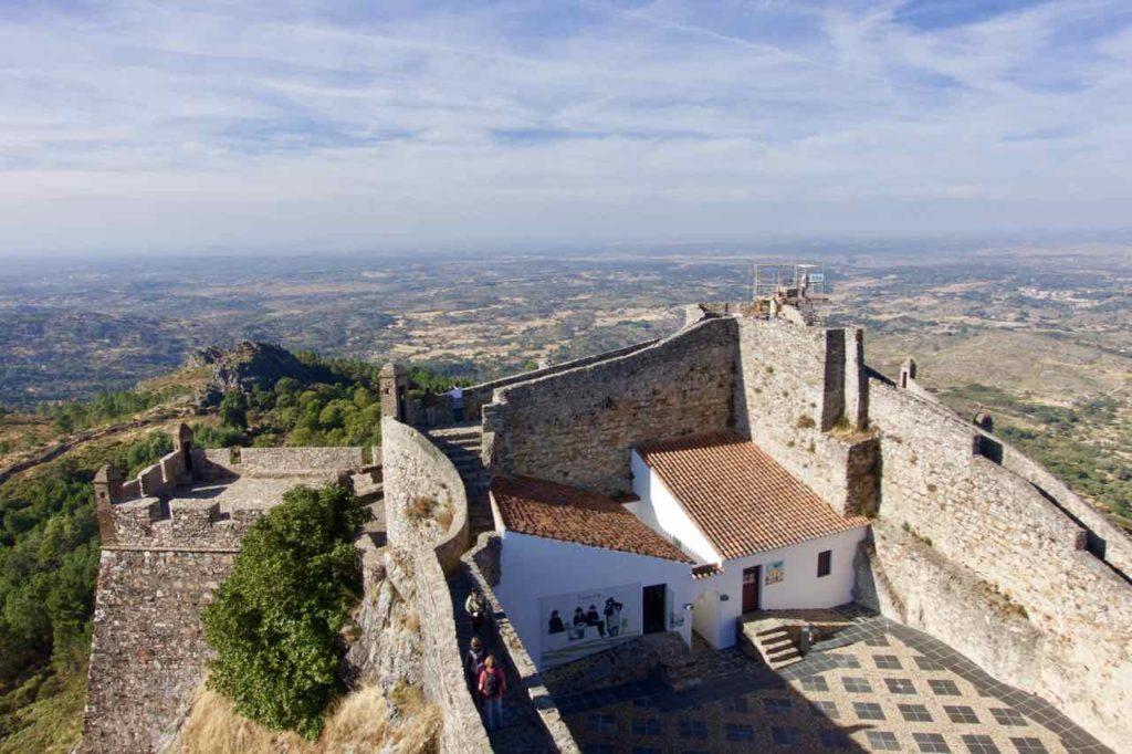 Alentejo, Portugal Marvão: Festung mit Innenhof ©PetersTravel