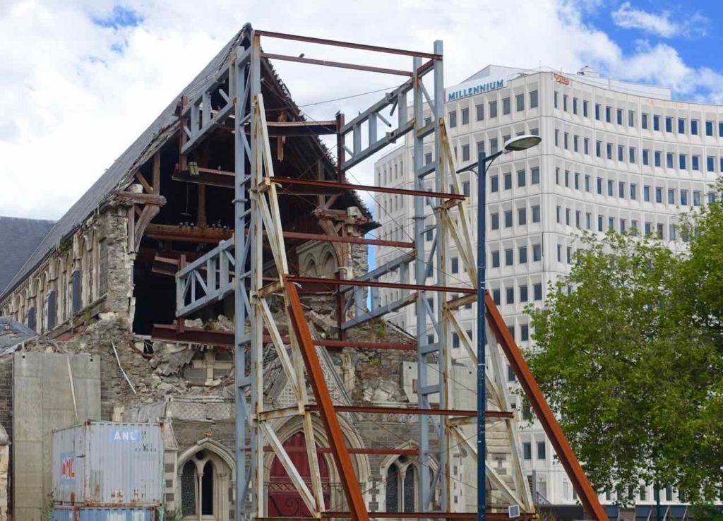 Christchurch Sehenswürdigkeiten Tipps: Eingestürzte Kathedrale vor dem Millennium Hotel @PetersTravel