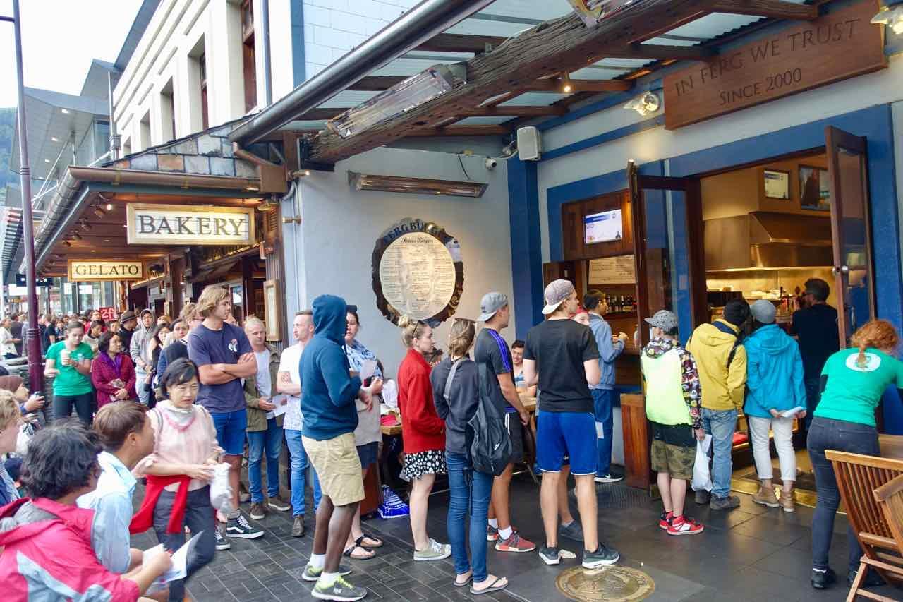 Fergburger, Queenstown, Warteschlange, Titel, Neuseeland @PetersTravel