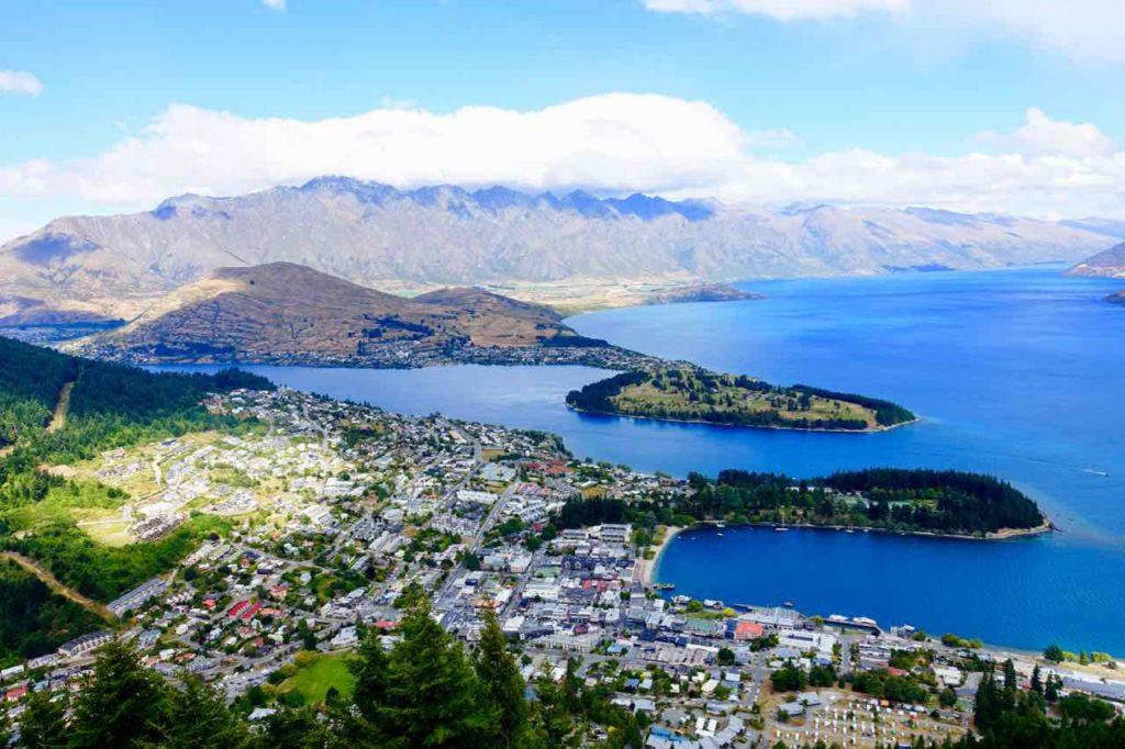Queenstown Tipps: Blick auf Queenstown von der Bergstation der Gondola, Neuseeland @PetersTravel
