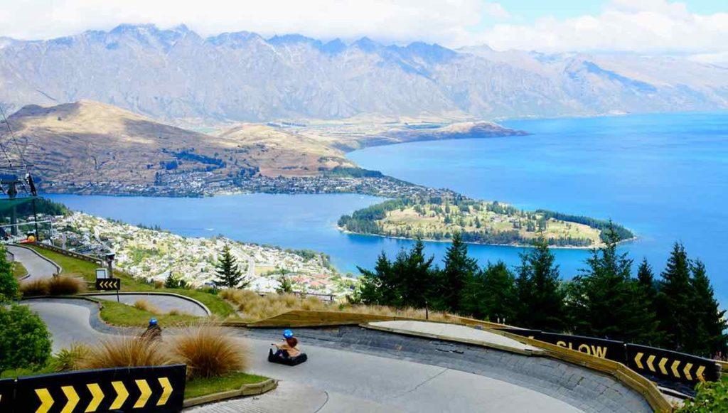 Queenstown Tipps: Luge / Sommerrodelbahn (Luge) mit Blick auf Queenstown, Neuseeland, @PetersTravel