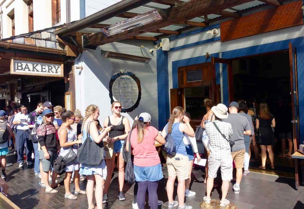 Queenstown Tipps: Schlange vor dem Fergburger, Neuseeland, @PetersTravel