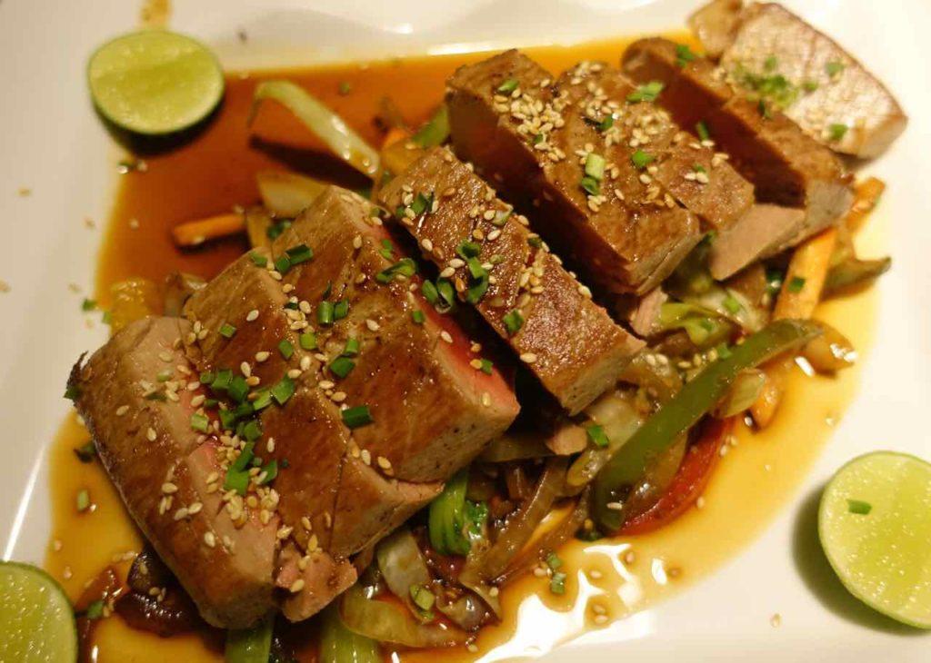 Gili Air Tipps: Tataki Tuna im Sunrise Restaurant für 85.000 IDR (6€!) ©PetersTravel
