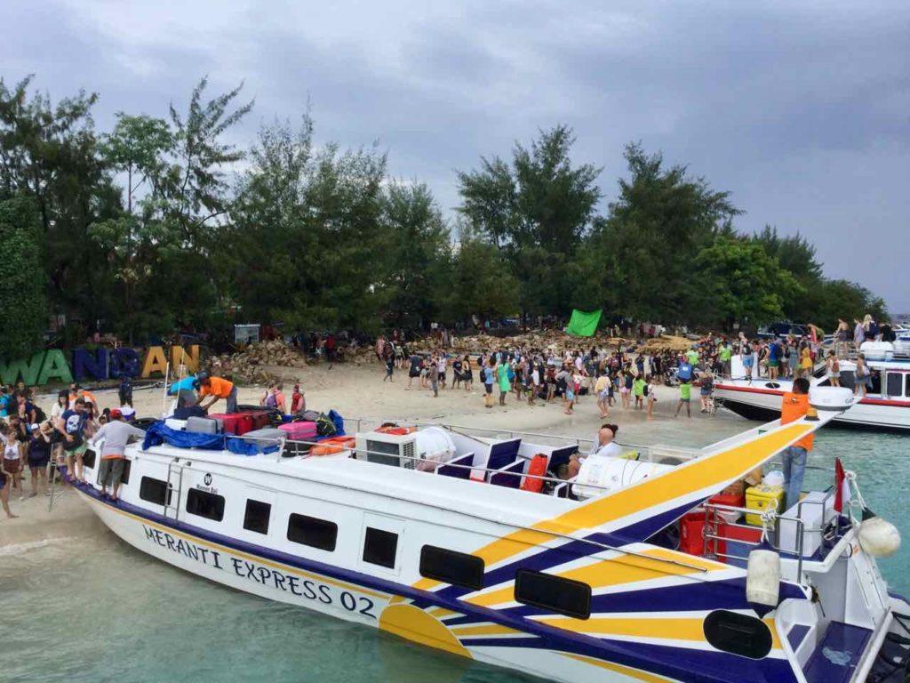 Gili Air Tipps: Zwischenstop auf Gili Terawangan. Dort geht es wesentlich lebhafter zu...