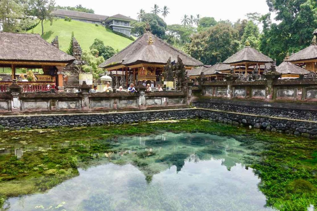 Tirta Empul Tempel, Anlage mit Bassin und Sukarno Villa, Bali ©PetersTravel