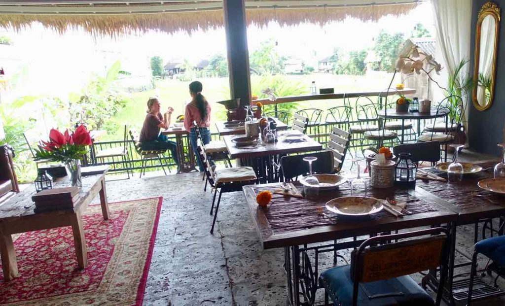 Ubud Restaurants: Das Café du Monyet am Anfang der Monkey Forest Rd, Bali ©PetersTravel
