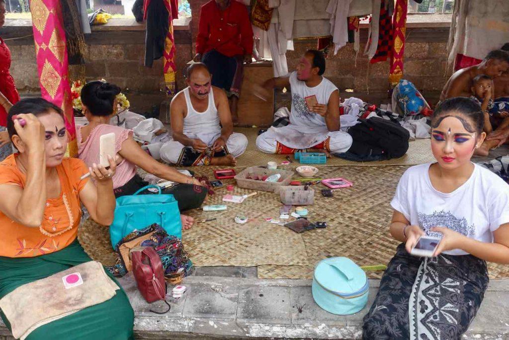 Barong Tanz Bali in Batubulan Vorbereitung 1 ©PetersTravel