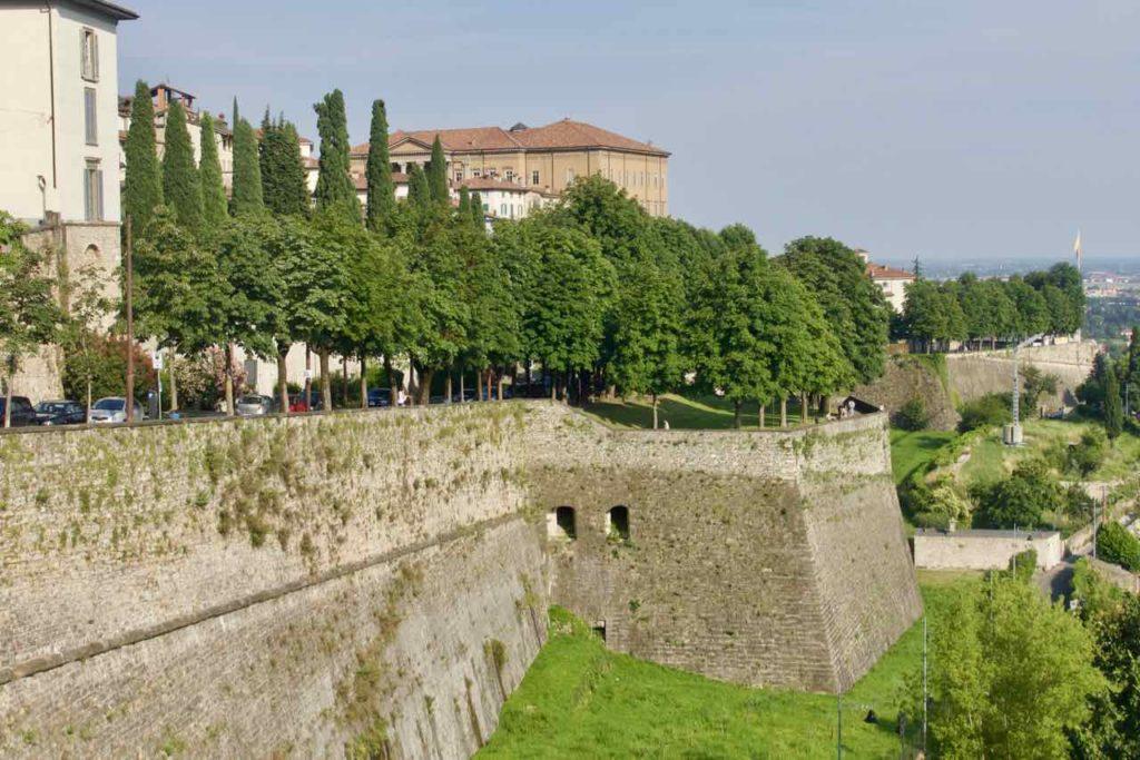 Bergamo Tipps Altstadt mit Stadtmauer ©PetersTravel