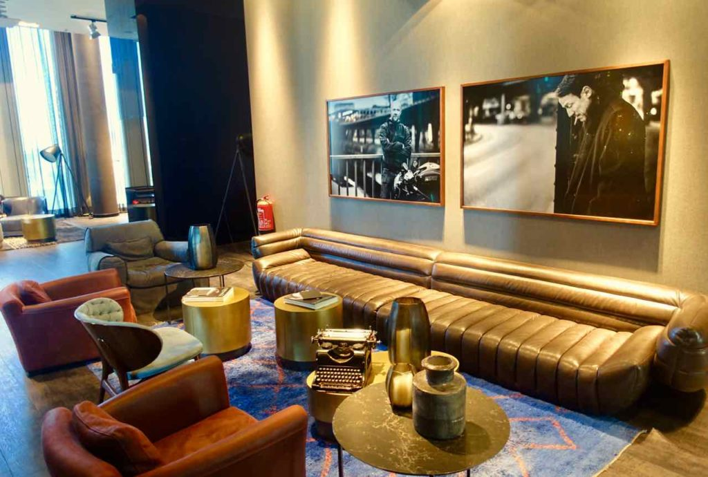 Motel One Upper West Berlin Charlottenburg Lounge 3 ©PetersTravel