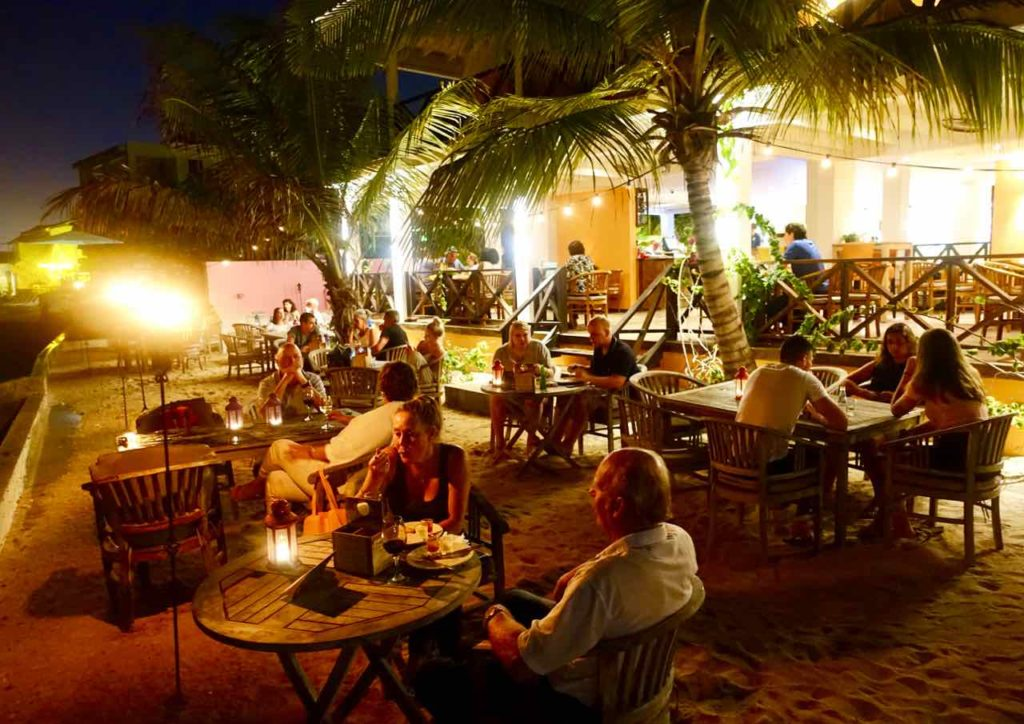 Willemstad Restaurants: Scuba Lodge Boutique Hotel , Restaurant am Abend Copyright Peter Pohle