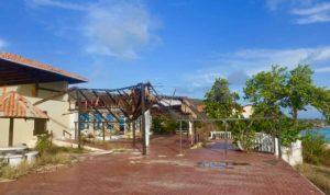 Tolle Lage: Das Sunset Waters Beach Resort in Curacao wirkt wie eine Kulisse für einen Weltuntergangsfilm Copyright Peter Pohle