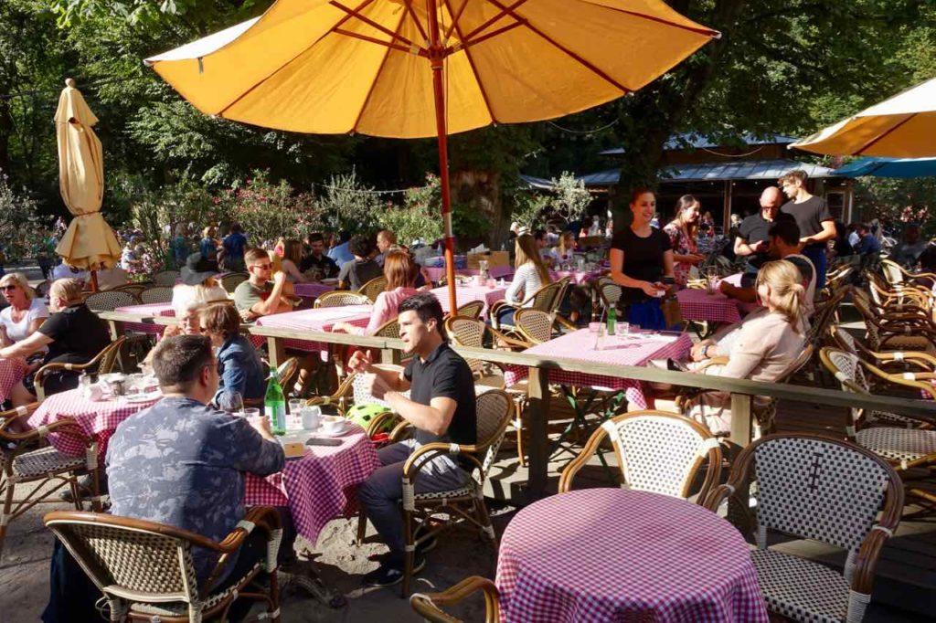 Biergarten im Tiergarten Berlin Cafe am Neuen See Restaurant Copyright Peter Pohle