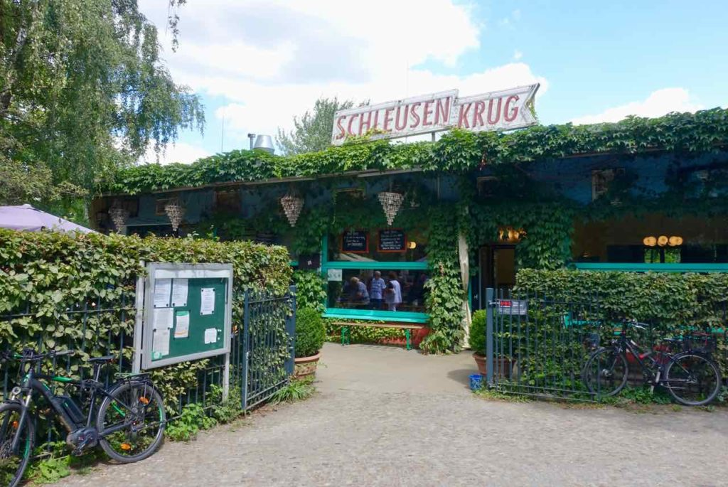 Biergarten im Tiergarten Berlin Schleusenkrug, Eingang Totale Copyright Peter Pohle