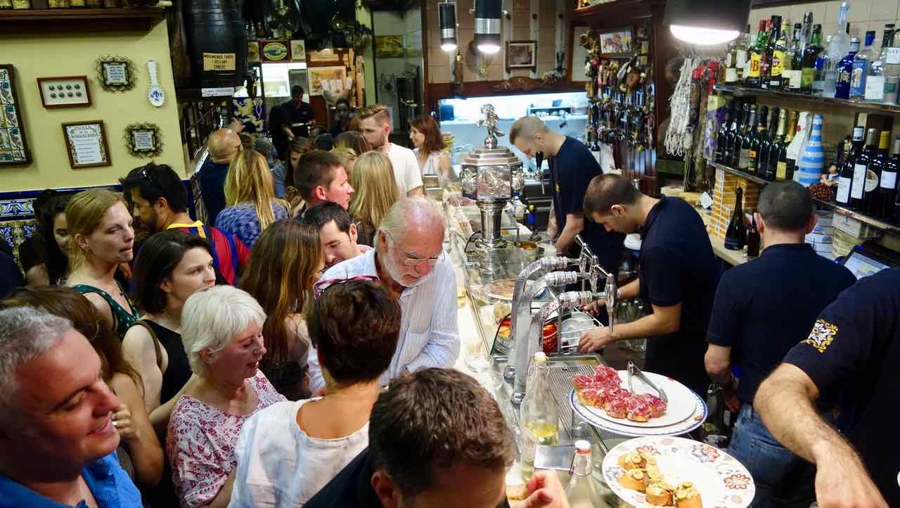 Barcelona Tipps: Bar El Xampanyet im Viertel El Born, Copyright PetersTravel