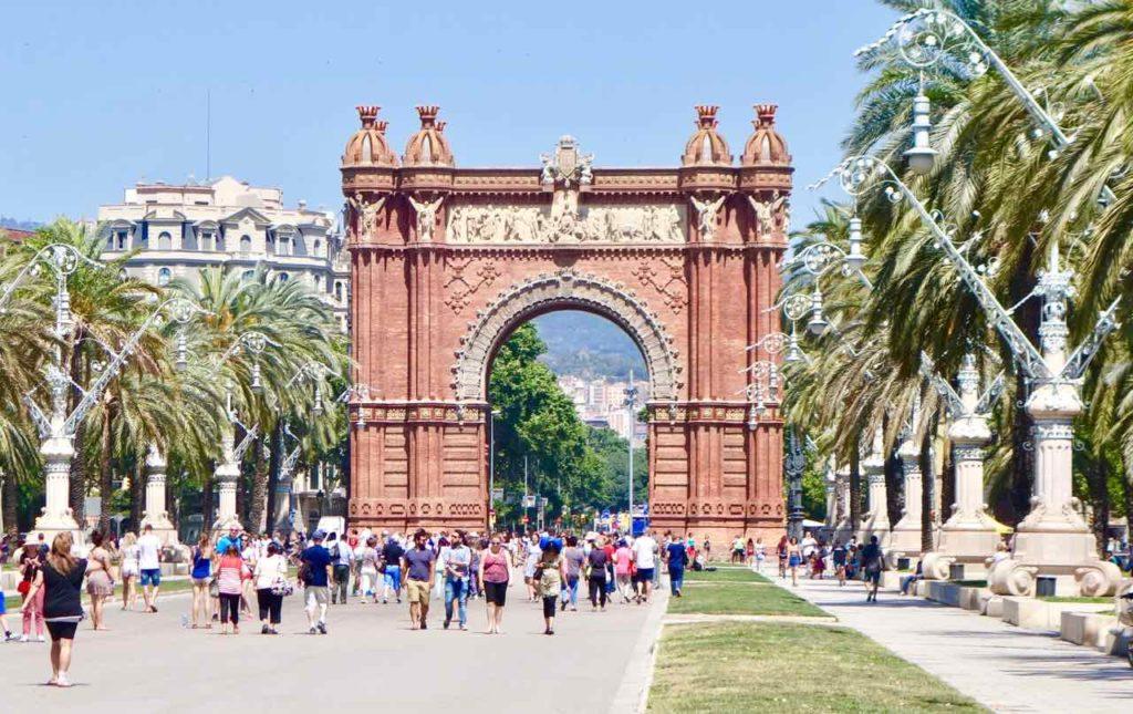 Barcelona Tipps zu Sehenswürdigkeiten: Der Triumpfbogen (Arc de Triomf) wurde zur Weltausstellung errichtet und war damals der Haupteingang.Copyright PetersTravel