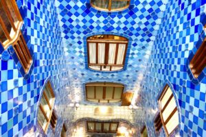 Barcelona Tipps: Lichthof der Casa Battlo Copyright PetersTravel