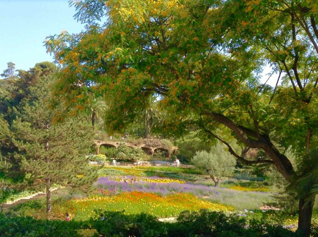 Barcelona Tipps: Park Güell Parkanlage Copyright PetersTravel
