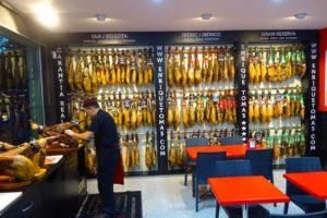Barcelona Tipps: Schinken bei Enrique Tomas, Copyright PetersTravel