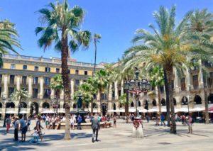 Barcelona Tipps Sehenswürdigkeiten: Plaza Reial Copyright PetersTravel