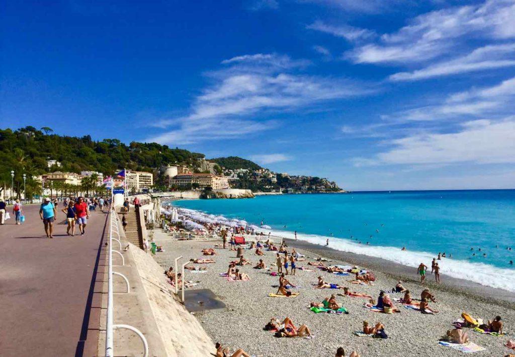 Nizza Tipps: Badende am Stadt-Strand Copyright PetersTravel / Peter Pohle