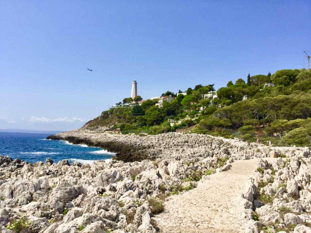 Wanderung um das Cap Ferrat an der Cote d'Azur: Den Leuchtturm in Sichtweite Copyright PetersTravel / Peter Pohle