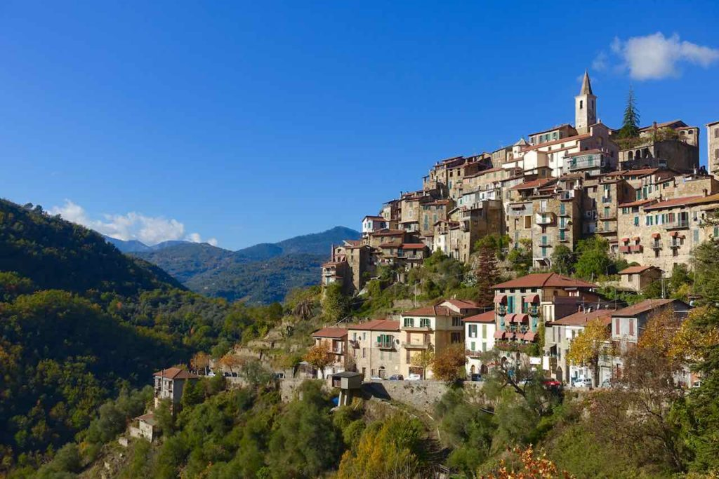 Highlights in Ligurien Totalen von Apricale Copyright Peter Pohle PetersTravel