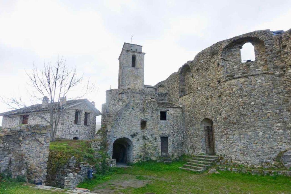 Highlights in Ligurien Kirche in Bajardo Copyright Peter Pohle PetersTravel