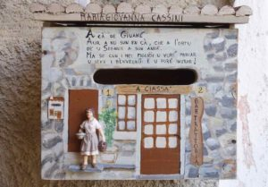 Highlights in Ligurien Briefkasten in Apricale Copyright Peter Pohle PetersTravel
