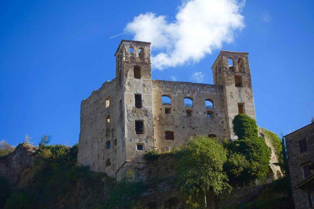 Sehenswürdigkeiten in Ligurien Burgruine von Dolceacqua