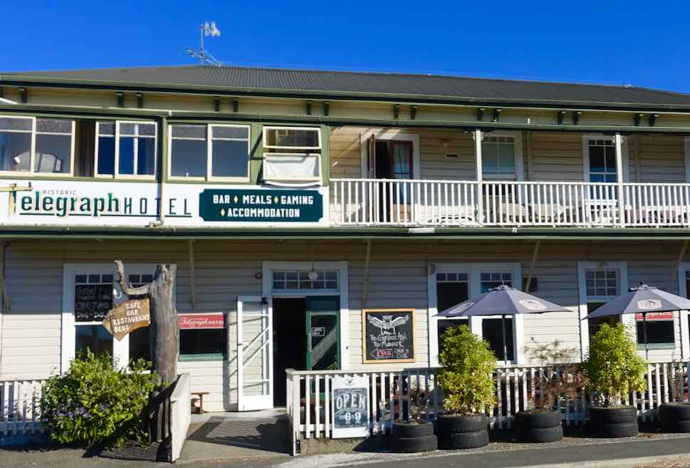 Takaka, Telegraph Hotel, Copoyright Peter Pohle PetersTravel