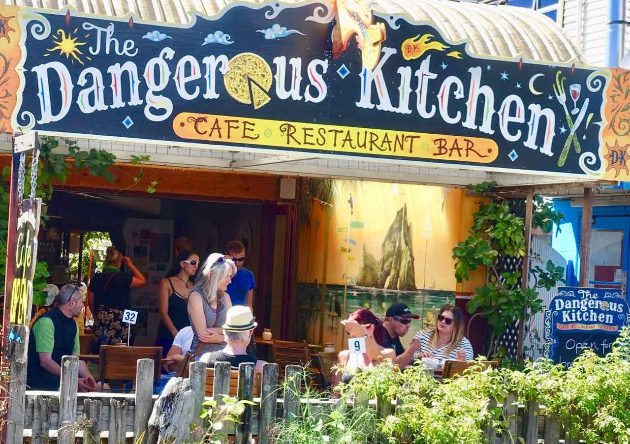 Takaka: The Dangerous Kitchen, Restaurant mit schönen Plätzen an der Commercial St
