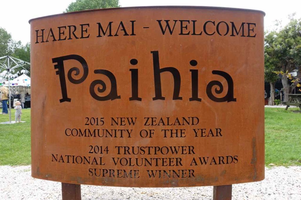 Paihia Tipps, Neuseeland, Ortsschild, Copyright Peter Pohle PetersTravel