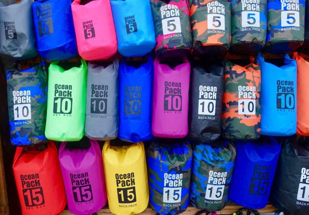 Straßenverkauf von Dry Bags, Palawan, Philippinen Copyright Peter Pohle PetersTravel