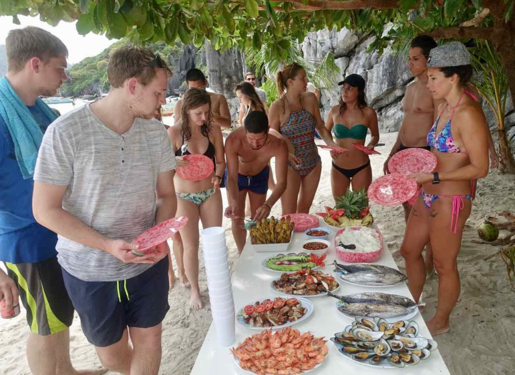 El Nido, Lunchbreak bei der Bootstour, Palawan, Philippinen Copyright Peter Pohle PetersTravel
