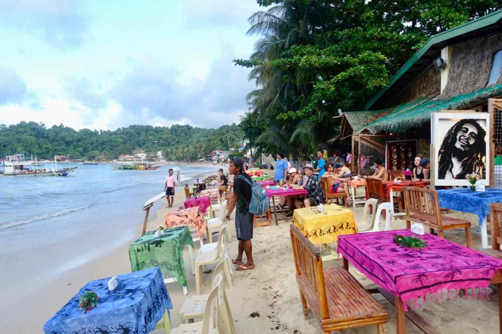 Restaurant am Strand von El Nido, Palawan, Philippinen Copyright Peter Pohle PetersTravel