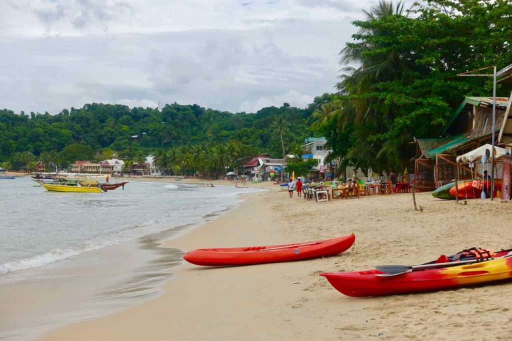 El Nido, Strand mit Kajaks, Palawan, Philippinen Copyright Peter Pohle PetersTravel
