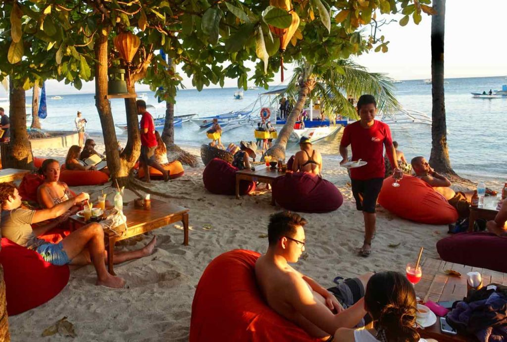 Malapascua Island, Happy Hour beim Ocean Vida Copyright Peter Pohle PetersTravel