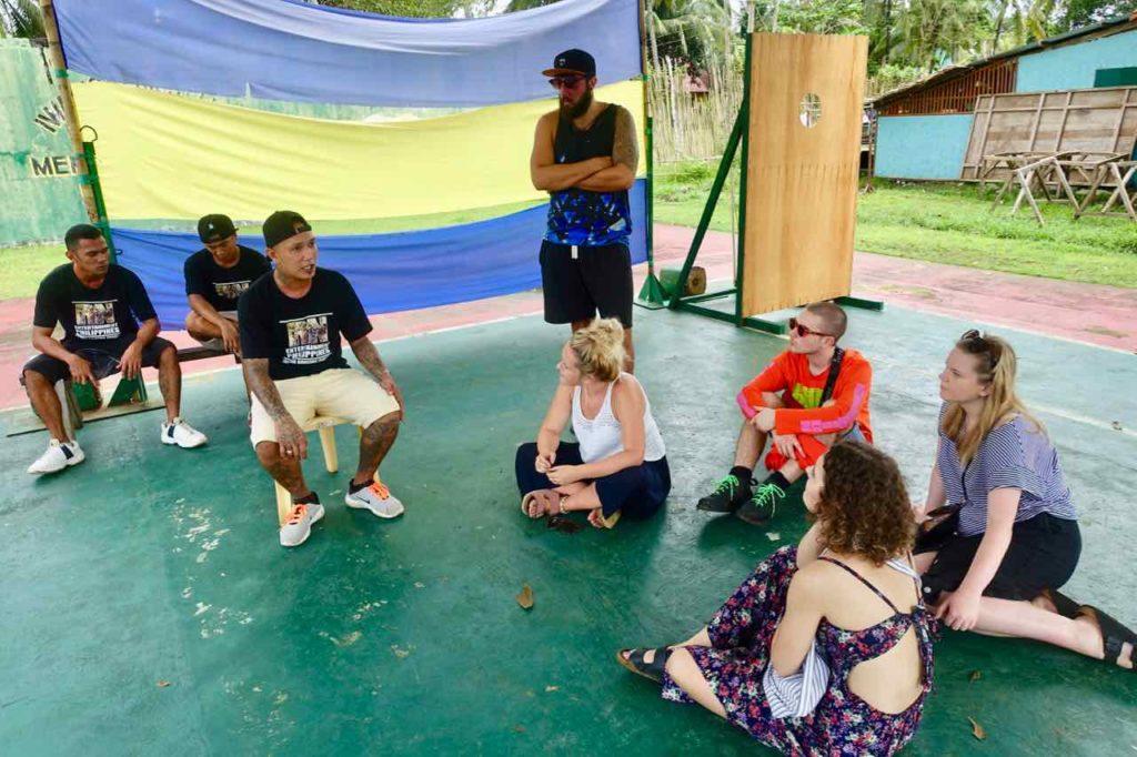 Puerto Princesa Palawan, Besucher im Iwahig Gefängnis Copyright Peter Pohle PetersTravel