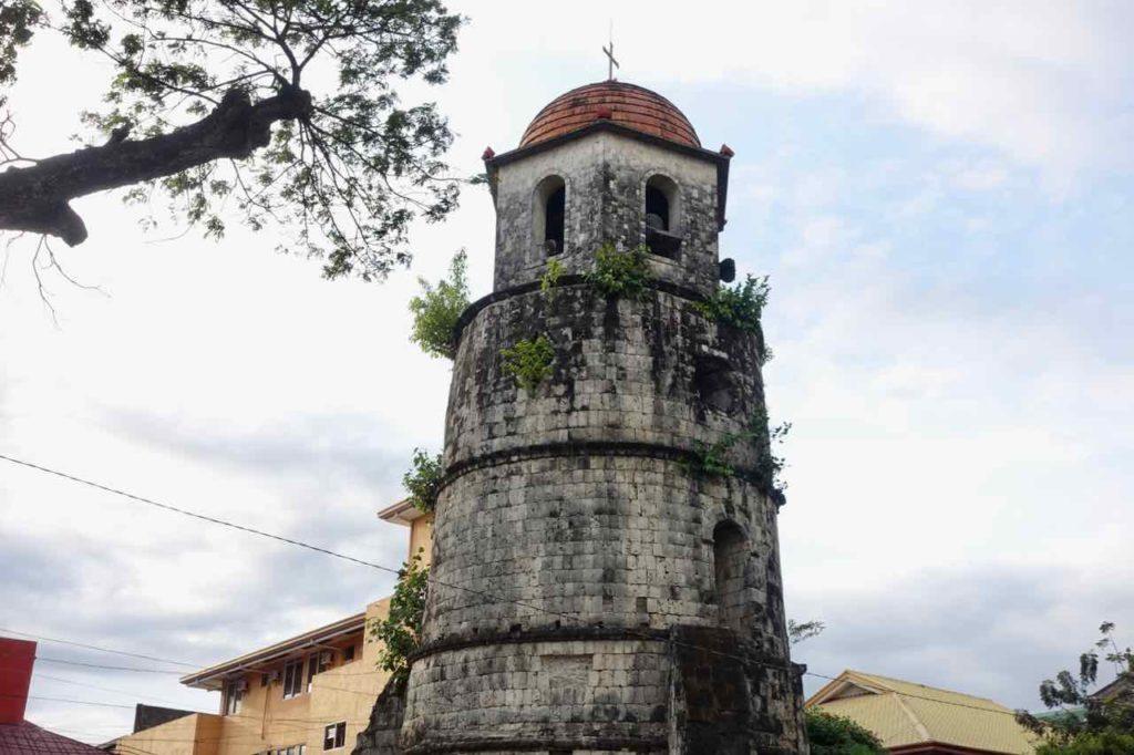Dumaguete Sehenswürdigkeiten: Glockenturm in Dumaguete City, Copyright Peter Pohle PetersTravel
