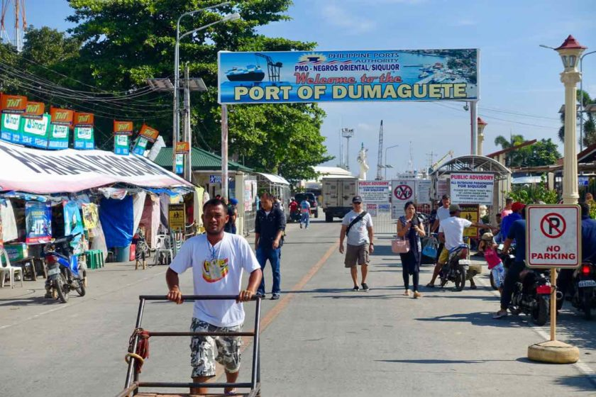 Dumaguete Tipps, Eingang zum Hafen in Dumaguete City
