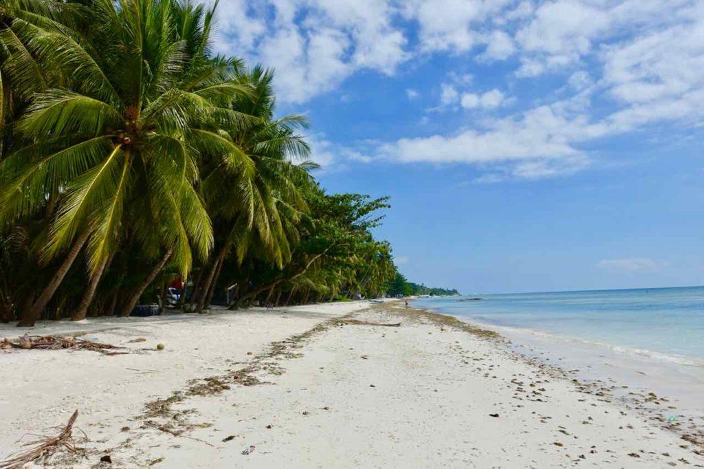 Siquijor Island, Solangon Beach, Schöner Strand, aber seichter Einstieg ins Wasser Copyright Peter Pohle PetersTravel