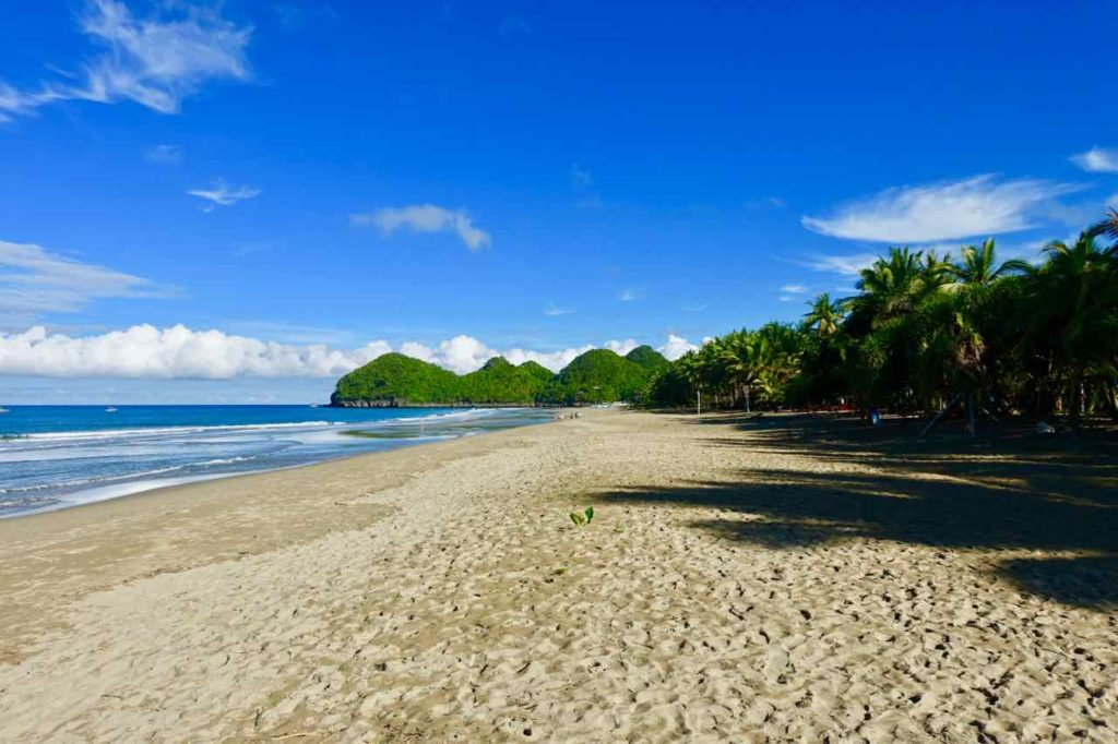 Strand vor Takatuka Lodge am Sugar Beach, Sipalay auf Negros Copyright Peter Pohle PetersTravel