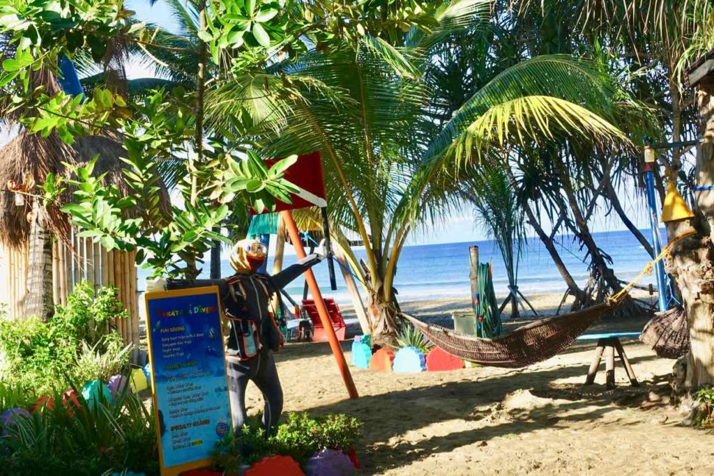 Strand vor Takatuka Lodge am Sugar Beach, Sipalay auf Negros