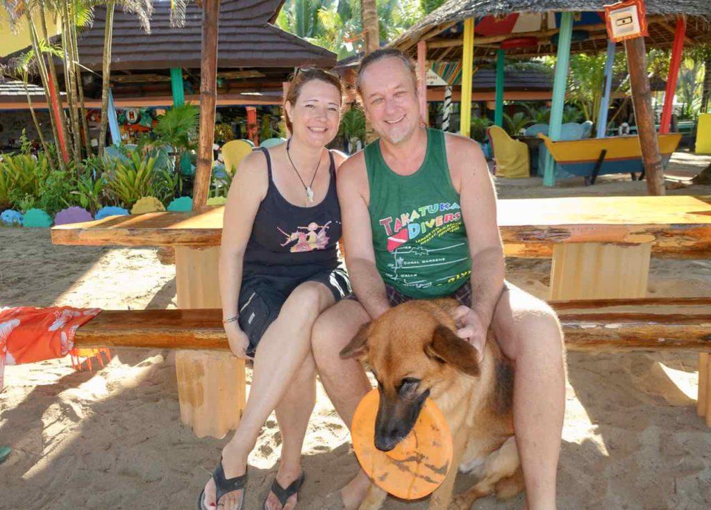Takatuka Lodge am Sugar Beach, Eigentümer Cathy und Kalle mit Hund Ozzy, Sipalay auf Negros