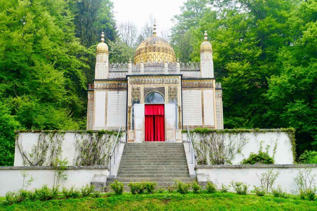 Von außen: Der Maurische Kiosk im Park von Schloss Linderhof