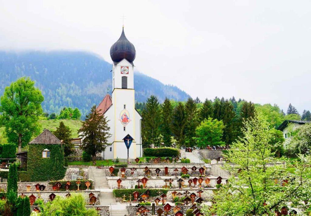 Region Zugspitze: Friedhof von Grainau