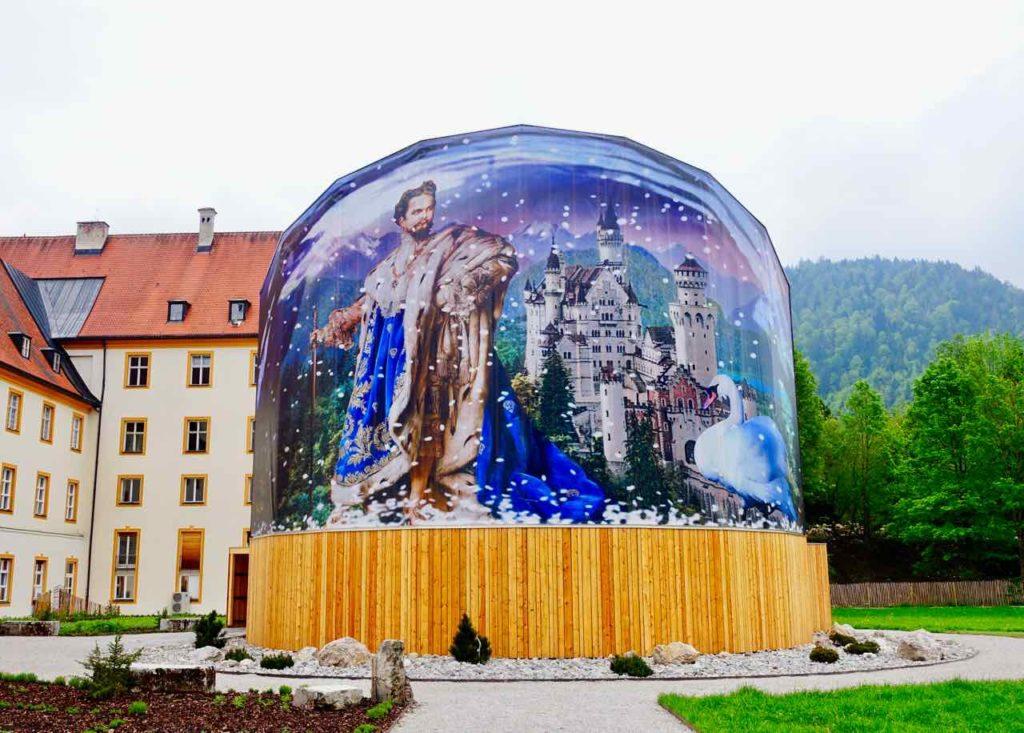 Temporär für die Landesausstellung Mythos Bayern errichteter Holz-Panorama-Pavillon im Kloster Ettal